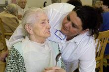 """Kaum neue Stellen in Pflegeeinrichtungen: """"Spahn muss Gesetz nachbessern"""""""