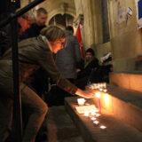 Gedenken am Rathaus: In Gedanken bei den Opfern von Halle